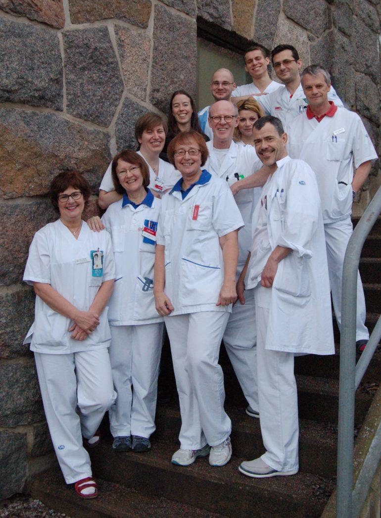 Verksamhetschefen och en handfull läkare på kliniken. foto: Karin Alvehus
